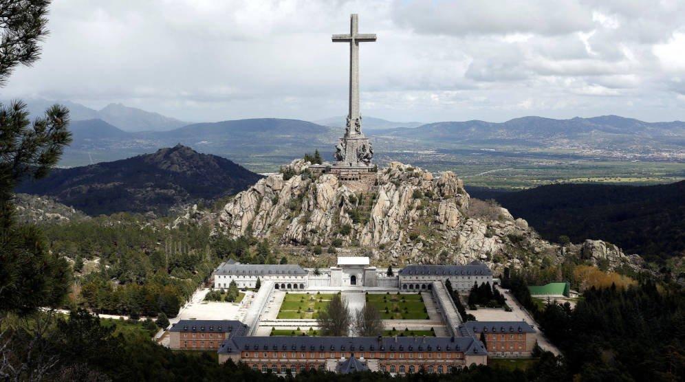 ¿Exhumar a Franco o desenterrar el Franquismo?